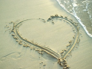 heart_in_sand_1600x1200